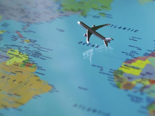 aircraft-723888_640